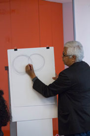 Raúl taught some drawing techniques